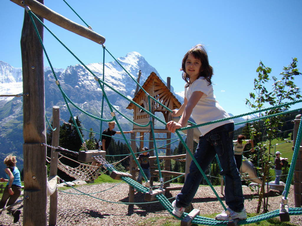 Playground Bort - Hiking Trail Grindelwald First to Bachalpsee