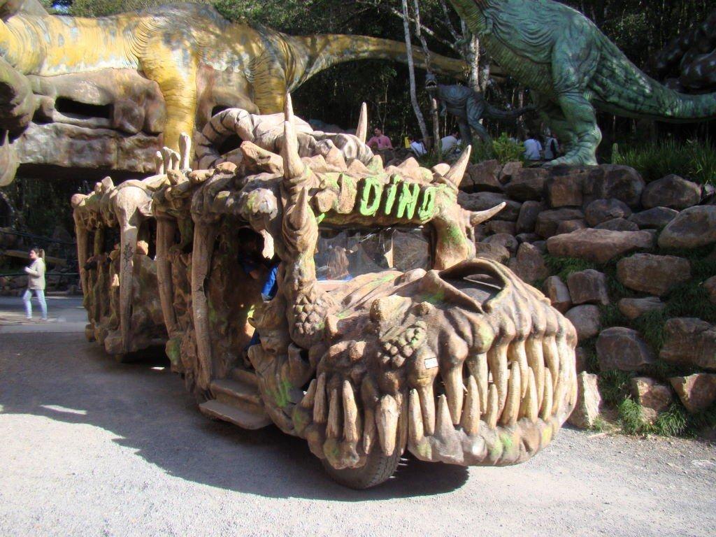 Passeio de Dino Móvel - O que fazer no Parque Terra Mágica Florybal em Canela