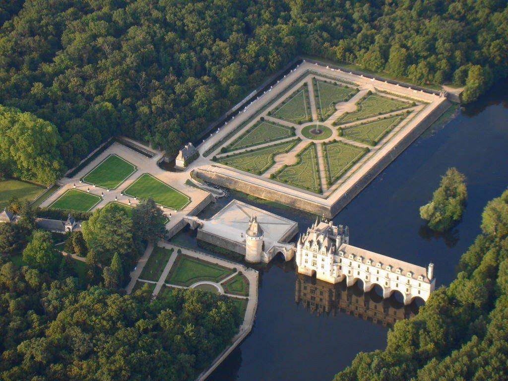 Castelo de Chenonceau visto do passeio de balão no Vale do Loire França