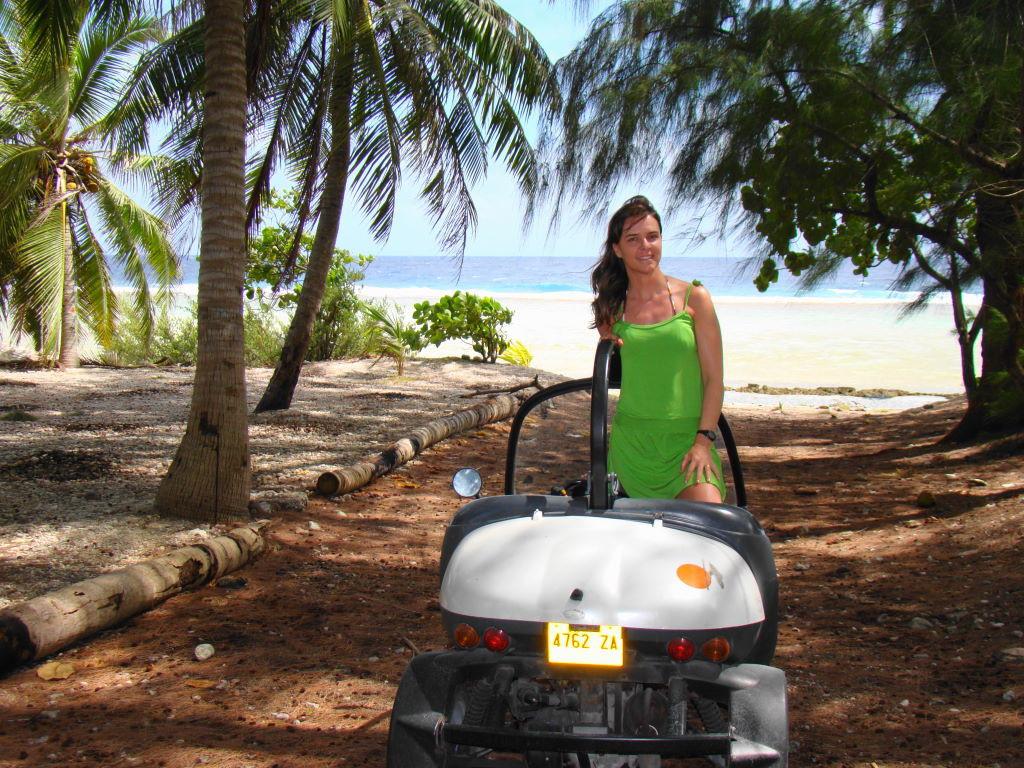 Fun car em Rangiroa - Ilha paradisíaca da Polinésia Francesa