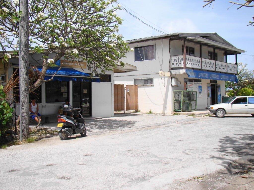 Banco e mercado em Rangiroa - Ilha paradisíaca da Polinésia Francesa