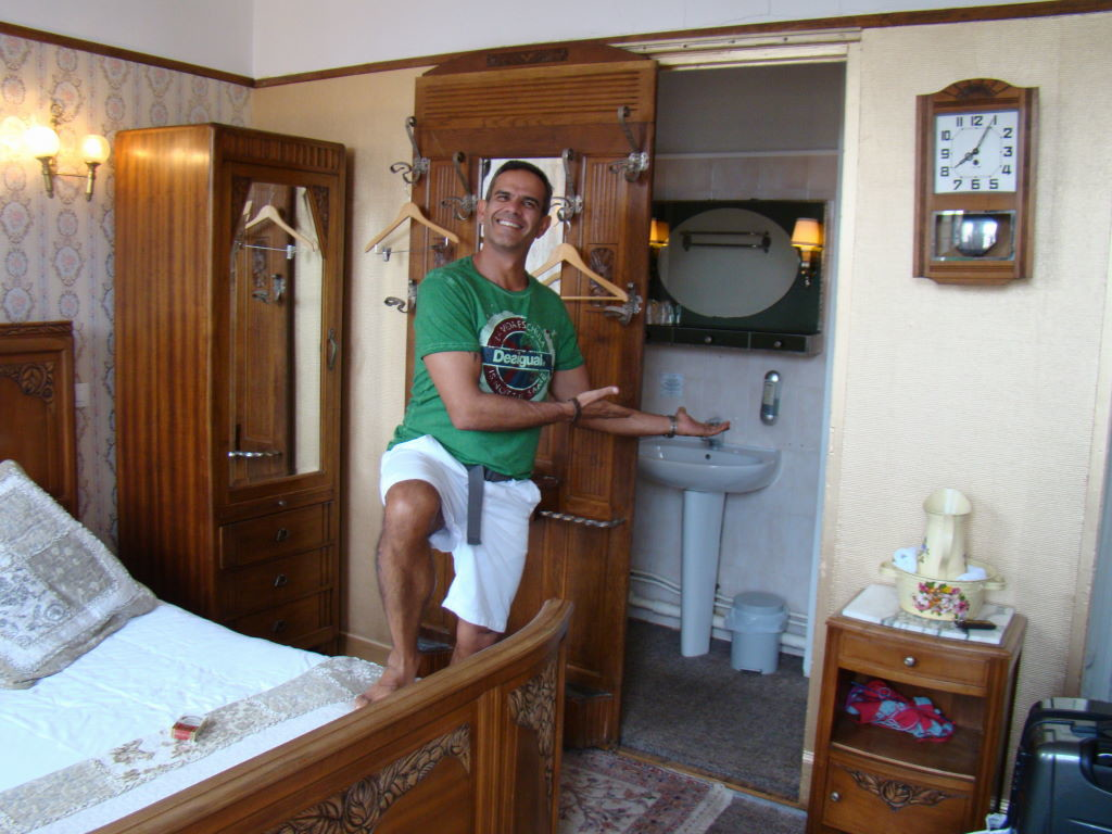 Hotel Detetive em Étretat na França