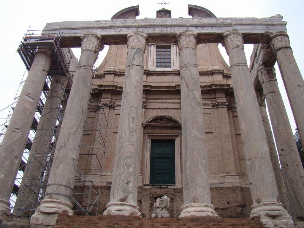 Fórum Romano Leste  - Templo de Antonino e Faustina - Pontos Turísticos de Roma - O que fazer em 3 dias
