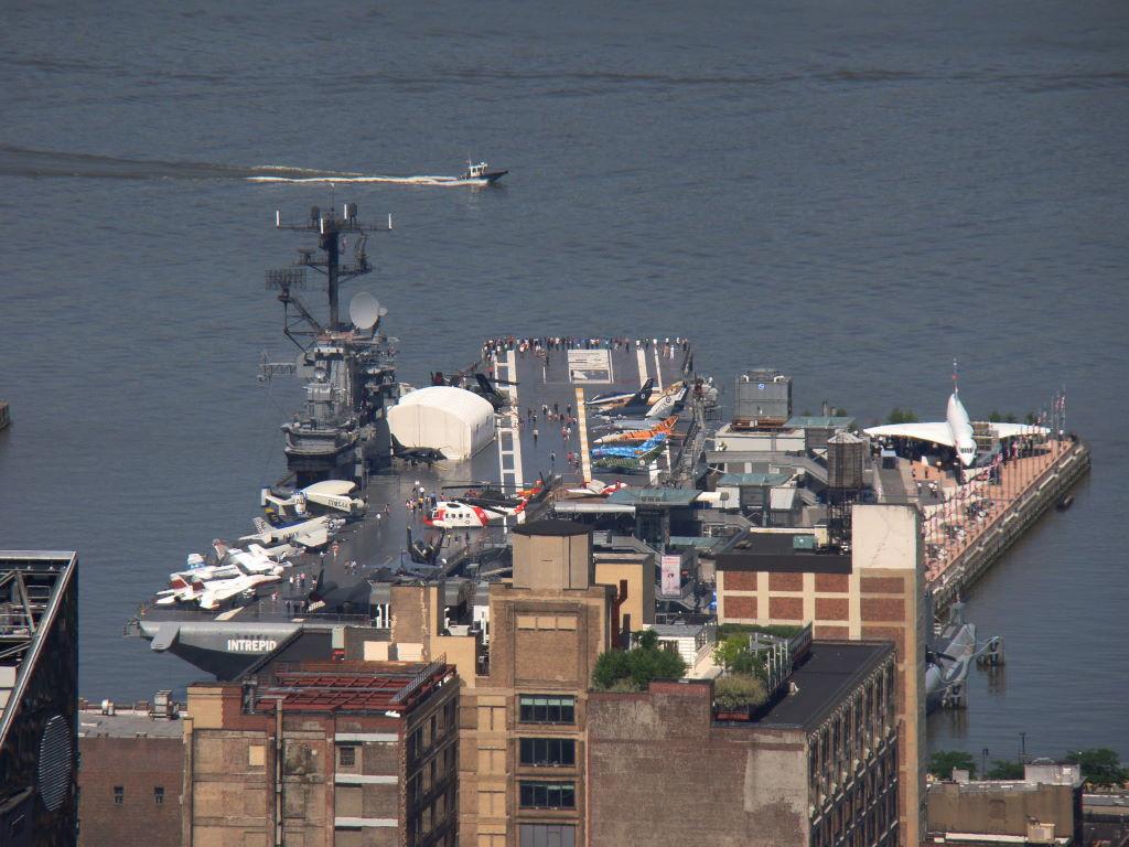 Intrepid visto do Top of the Rock - Principais Pontos Turísticos de Nova York
