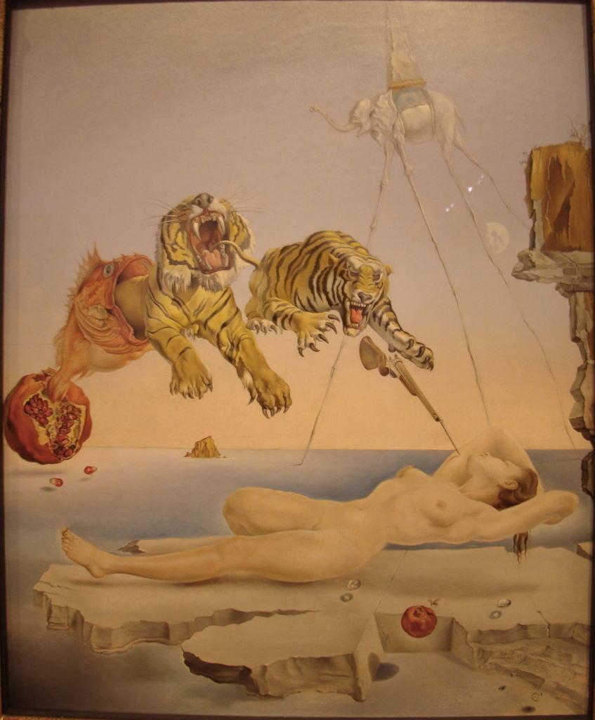 Dream caused by the Flight of a Bee around a Pomegranate a second before wakening up de Salvador Dali ( 1944) no Museu Thyssen-Bornemisza - Museus em Madrid: Prado, Thyssen e Reina Sofia