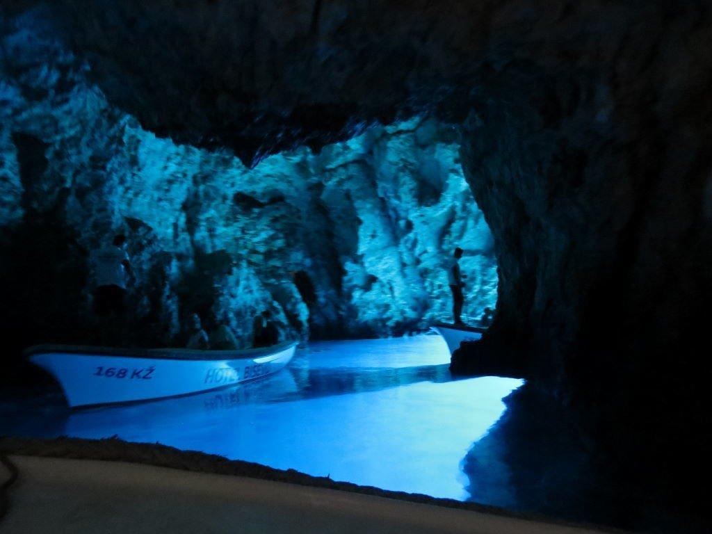 Gruta Azul em Bisevo - Croácia praias e pontos turísticos