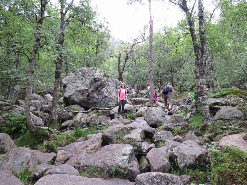 No caminho todo tinha muitas pedras... Preikestolen/Pulpit Rock na Noruega