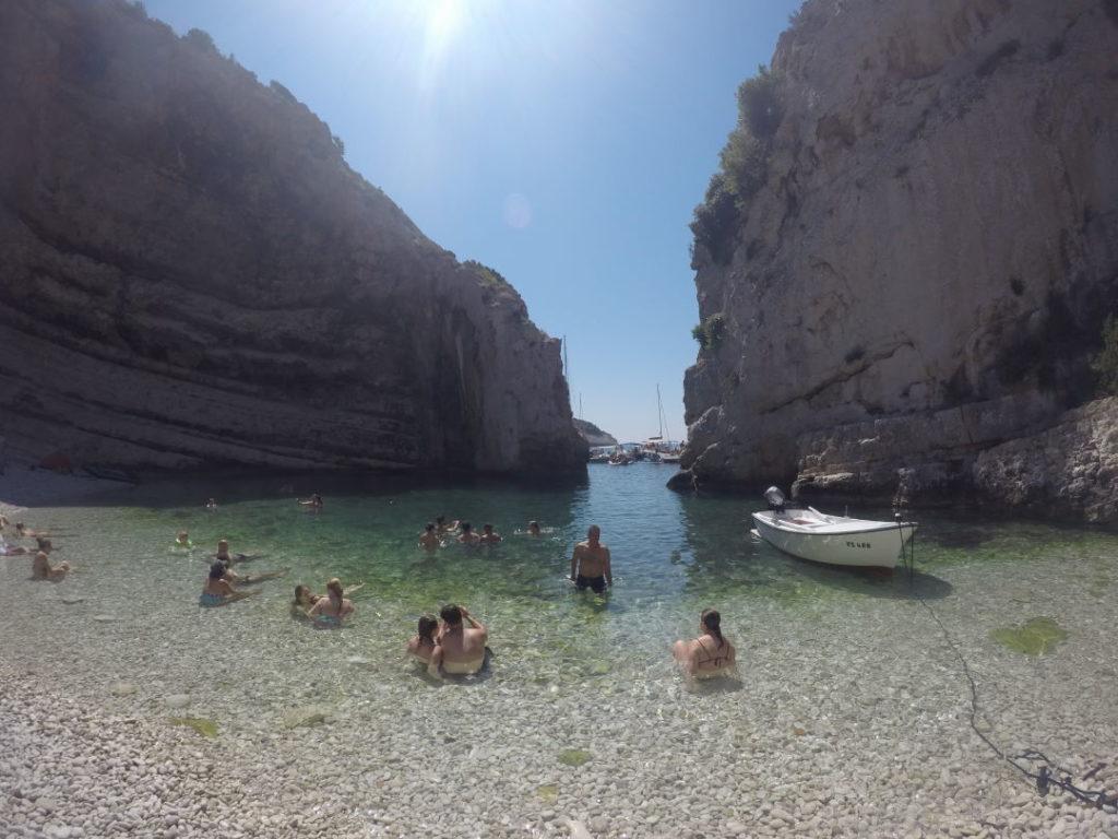 Stiniva na Ilha de Vis - Croácia praias e pontos turísticos