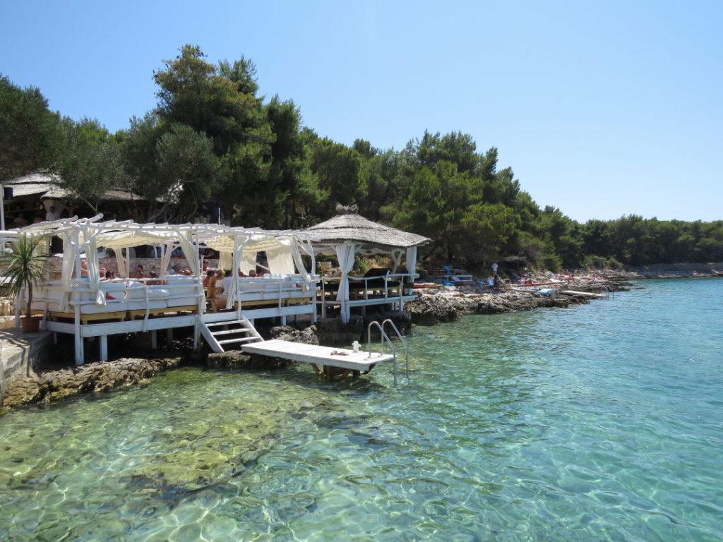 Laganini Lounge Bar em Palmizana - Croácia praias e pontos turísticos