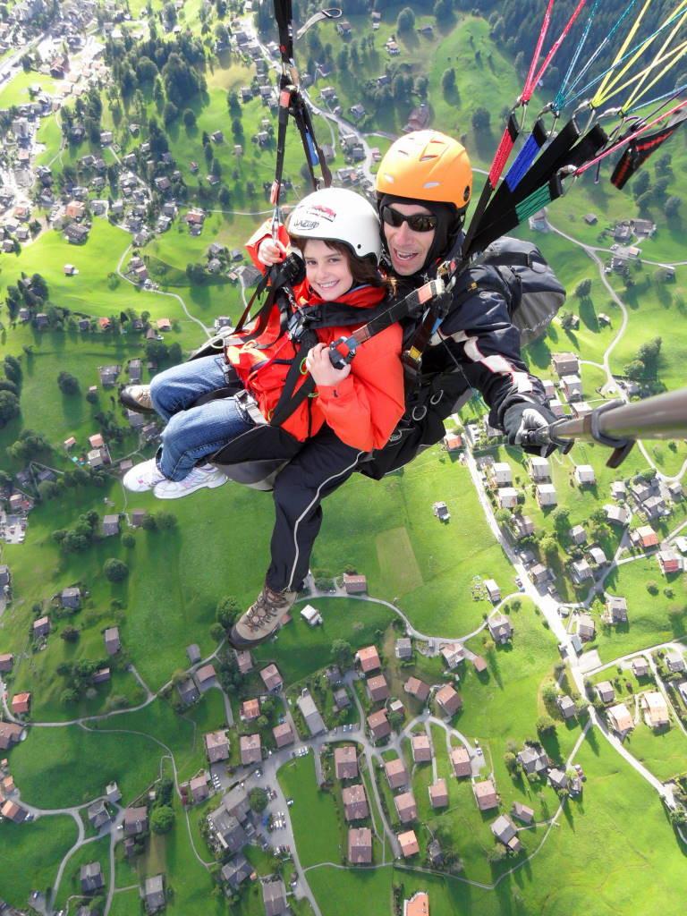 Luiza voando sobre Grindelwald