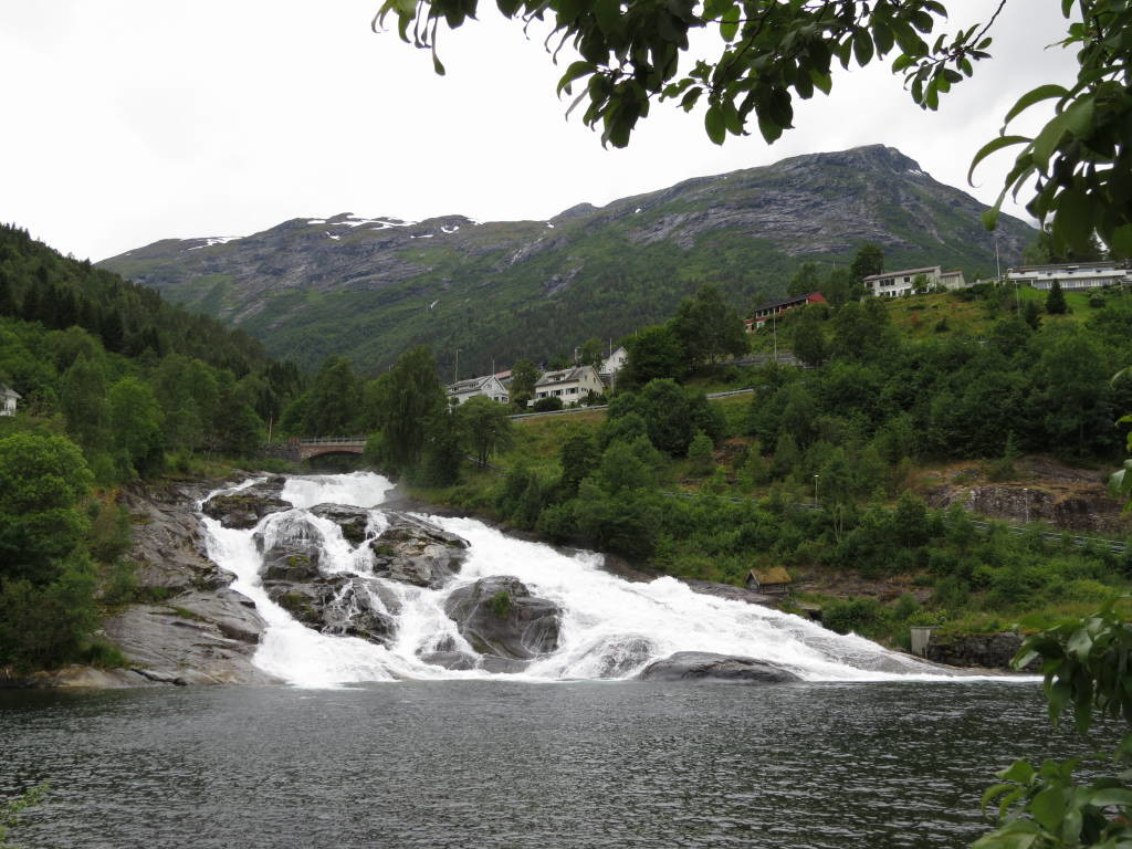 Hellesyltfossen - Fiorde de Geiranger - O mais belo dos fiordes na Noruega