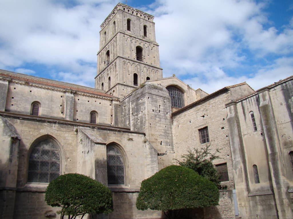 Claustro St. Trophime - Arles França no Natal - Pontos Turísticos e Programação