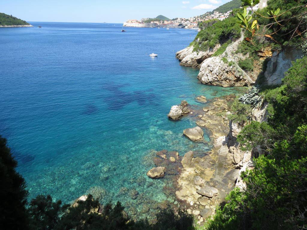 Praia em frente à Igreja Sveti Jacov - O que fazer em Dubrovnik Croácia