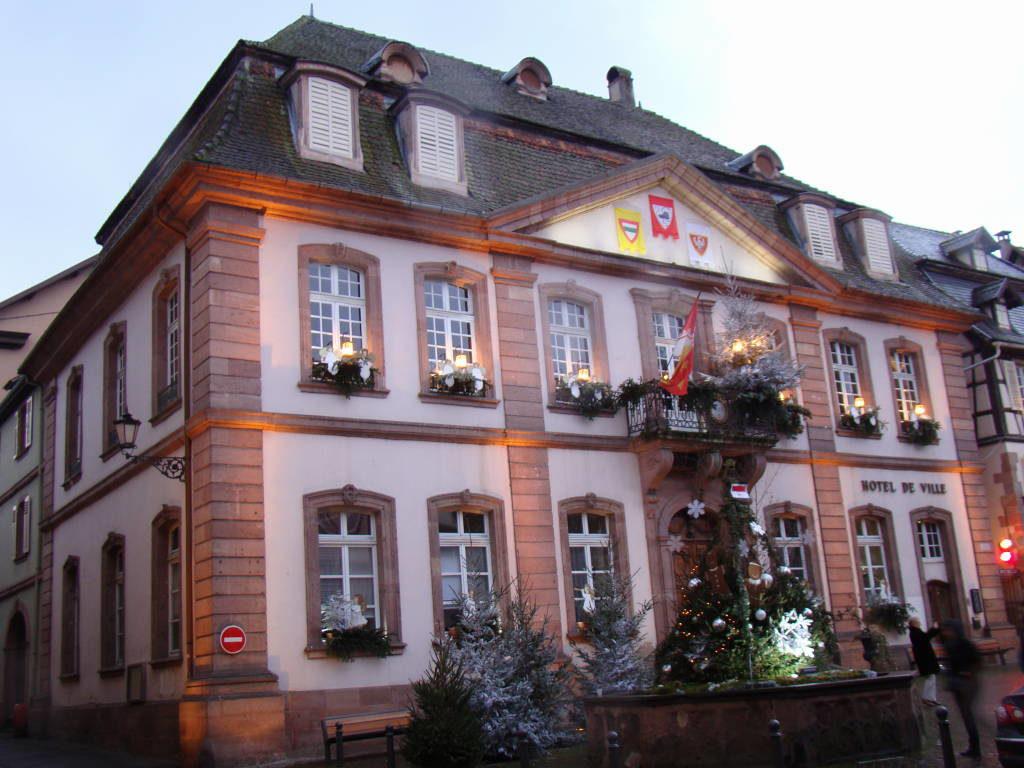 Prefeitura de Ribeauvillé - Rota do Vinho da Alsácia França no Natal