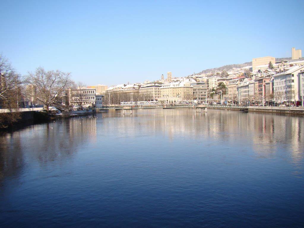 Rio Limmat - O que fazer em Zurique no inverno: Ano Novo e Pontos Turísticos