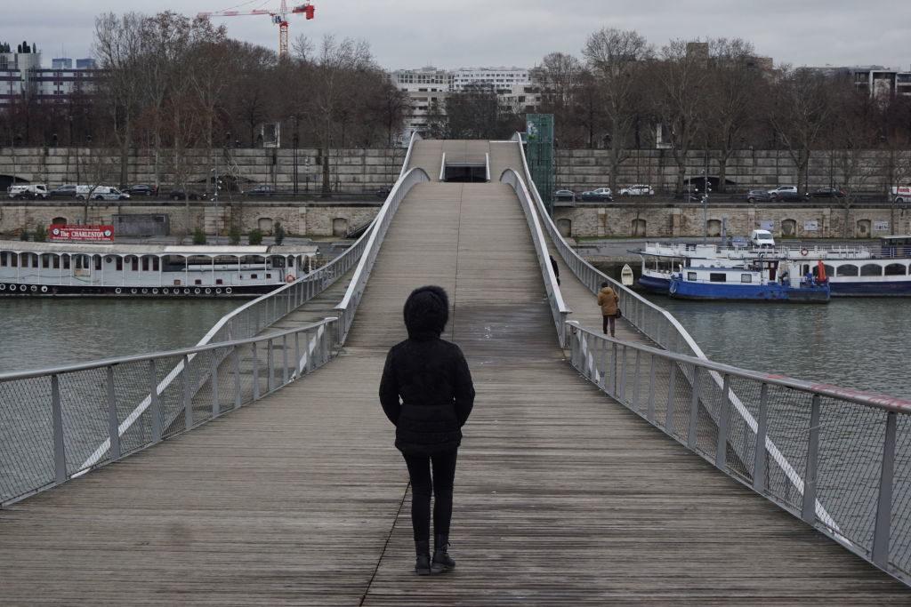 Passarela Simone de Beauvoir - Viajar para Paris no inverno com neve !
