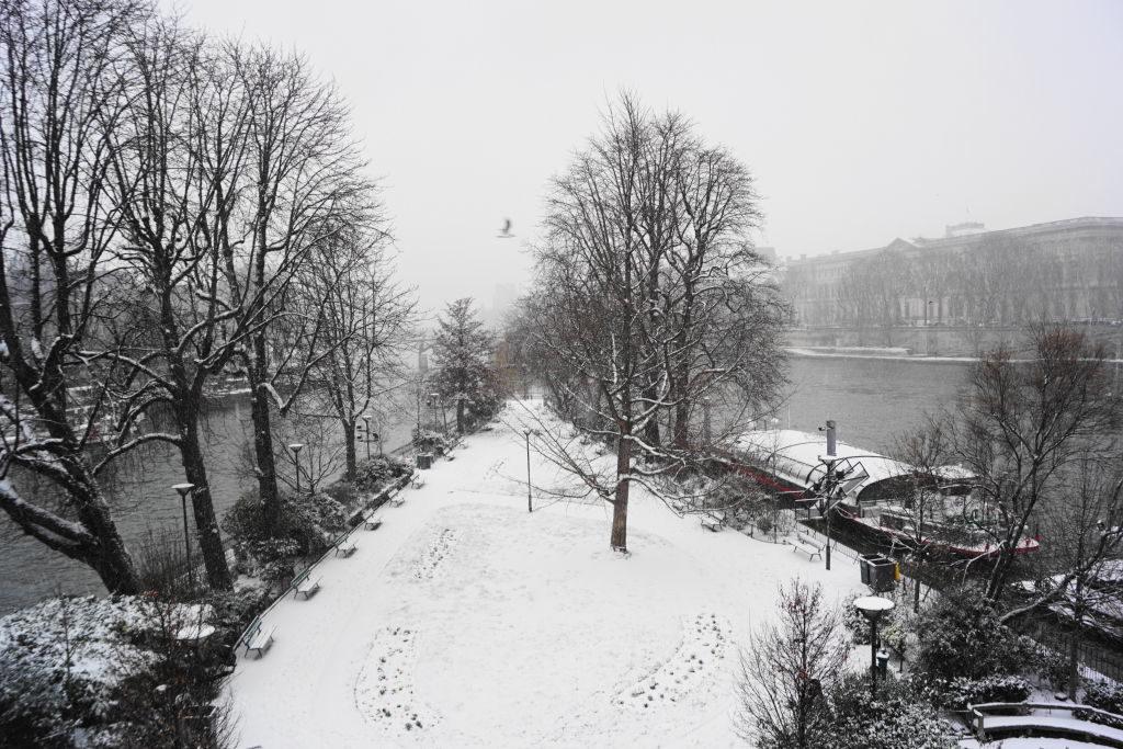 Square du Vert Galant - Viajar para Paris no inverno com neve!