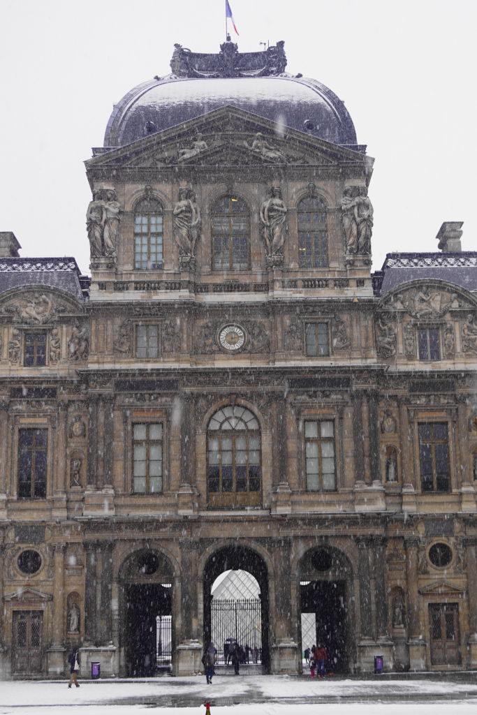 Louvre Cour Carrée - Viajar para Paris no inverno com neve!