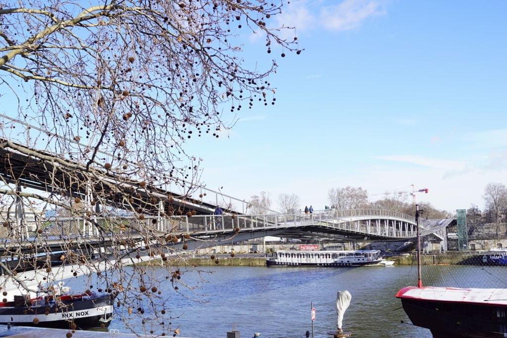 Passarela Simone de Beauvoir - Viajar para Paris no inverno com neve!