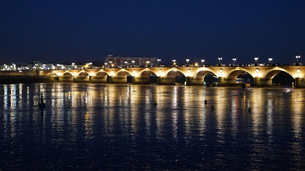 Ponte de Pedra sobre o Rio Garonne - Bordeaux França: Cidade do Vinho, Duna de Pilat e muito mais!