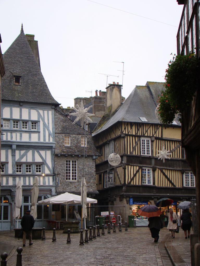 Place des Merciers - Dinan França - Uma das mais belas cidades da Bretanha