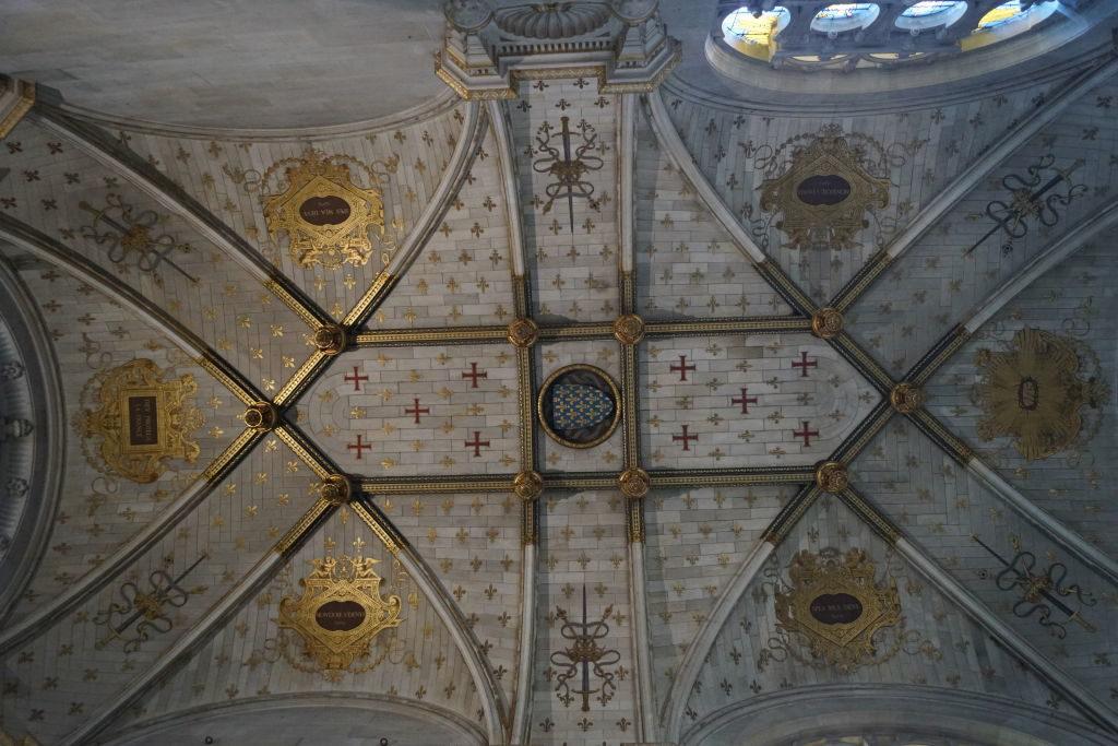 Teto da Capela - O Castelo de Chantilly França vale a pena?