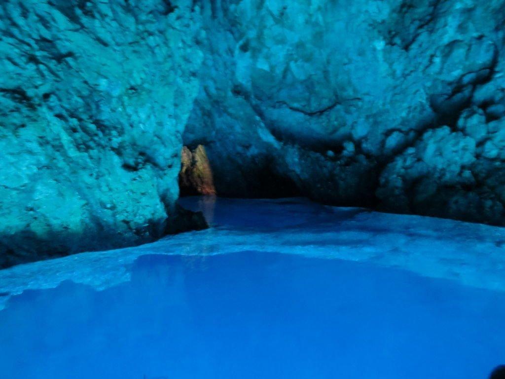 Gruta Azul na Ilha de Bisevo - Croácia Praias e Pontos Turísticos