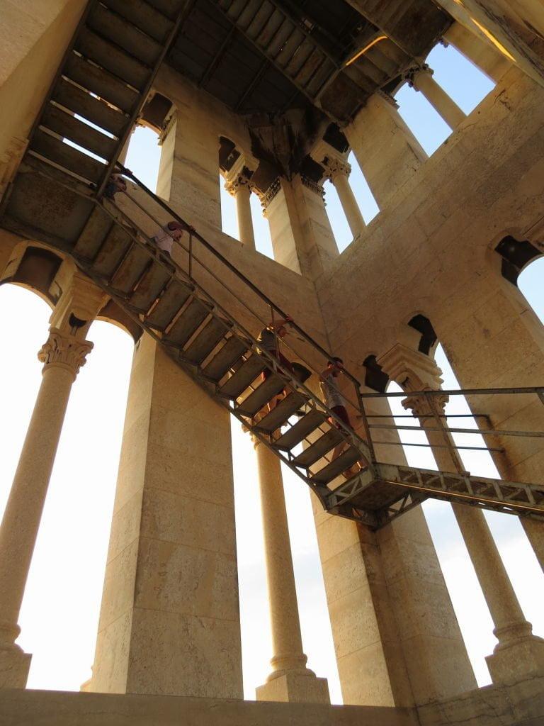 Torre da Catedral de Saint Domnius no Palácio de Diocleciano- O que fazer em Split Croácia