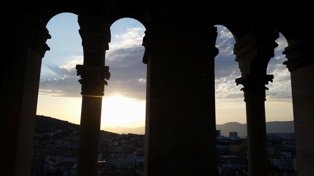 Vista da torre da Catedral de Saint Domnius no Palácio de Diocleciano - O que fazer em Split Croácia