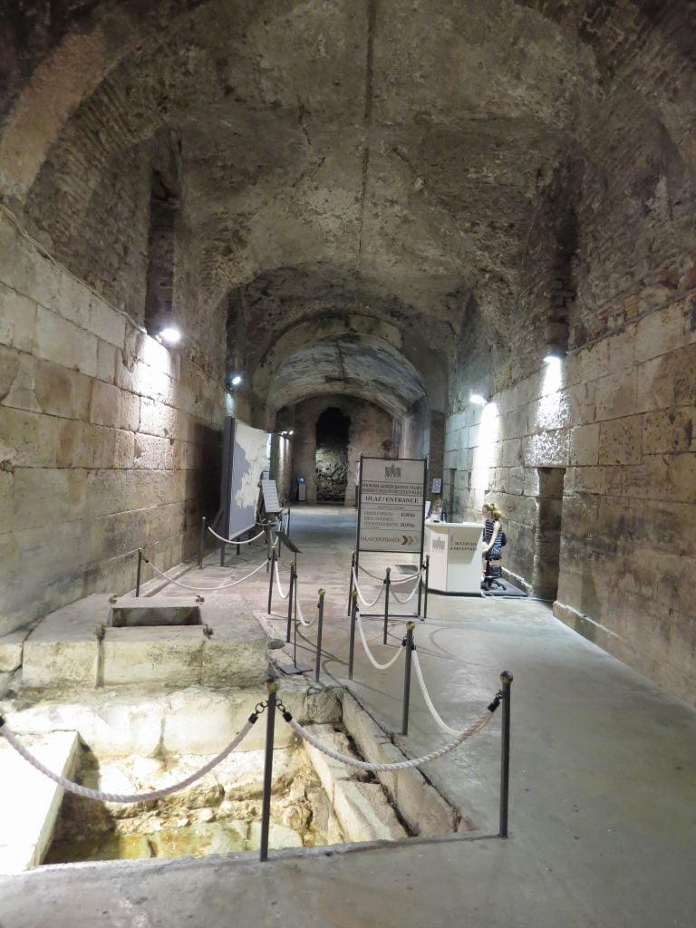 Entrada das Subestruturas do Palácio de Diocleciano - O que fazer em Split Croácia