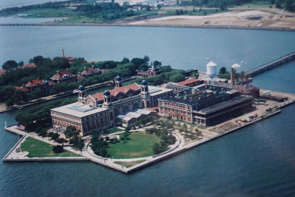 Ellis Island - Passeio de Helicóptero - Principais Pontos Turísticos de Nova York