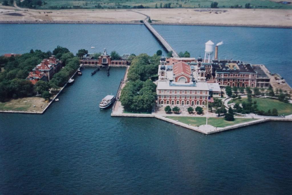 Ellis Island Vista do Passeio de Helicóptero - Principais Pontos Turísticos de Nova York
