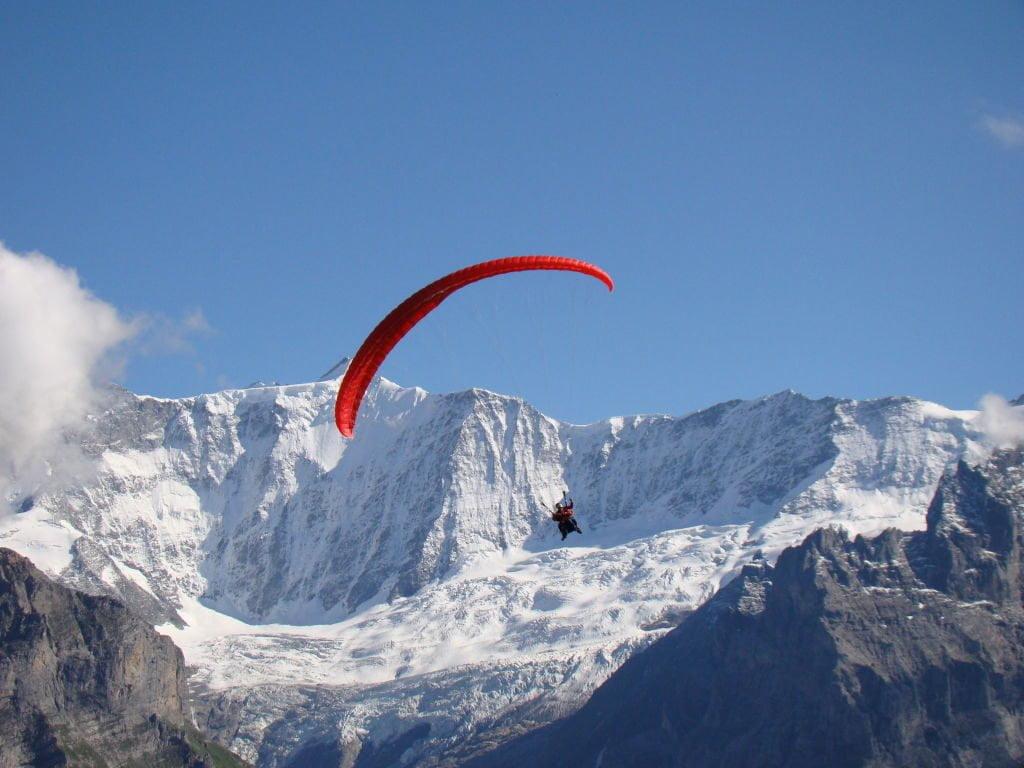 Raquel - Voo duplo de parapente em Grindelwald na Suíça