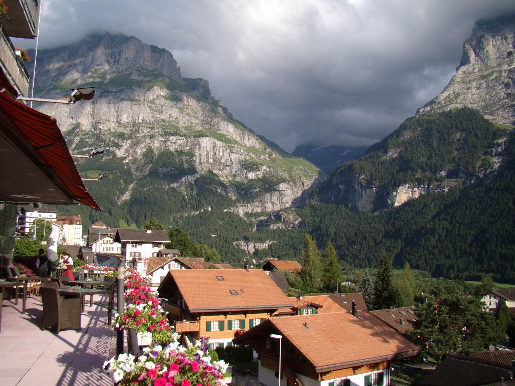 Terraço do Belvedere Hotel - Voo duplo de parapente na Suíça